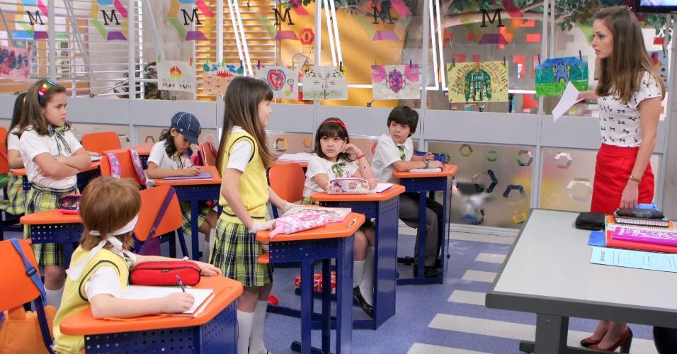 """Em """"Carrossel"""", Maria Joaquina e Valéria são expulsas da sala de aula pela professora Helena"""