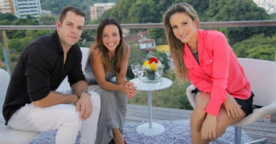 Carla Marins e Hugo Baltazar s&#227;o entrevistados por Claudia Leitte no &#34;Superbonita&#34; &#40;11/6/2012&#41;