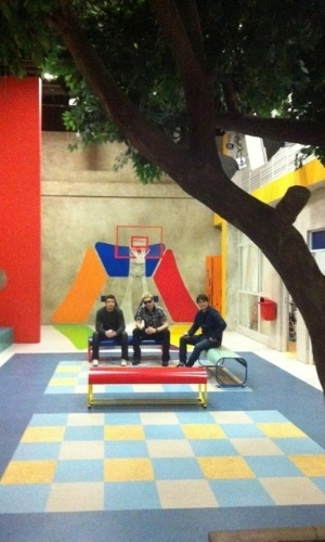 """Kiko, Leandro e Bruno conhecem os bastidores da novela """"Carrossel"""""""