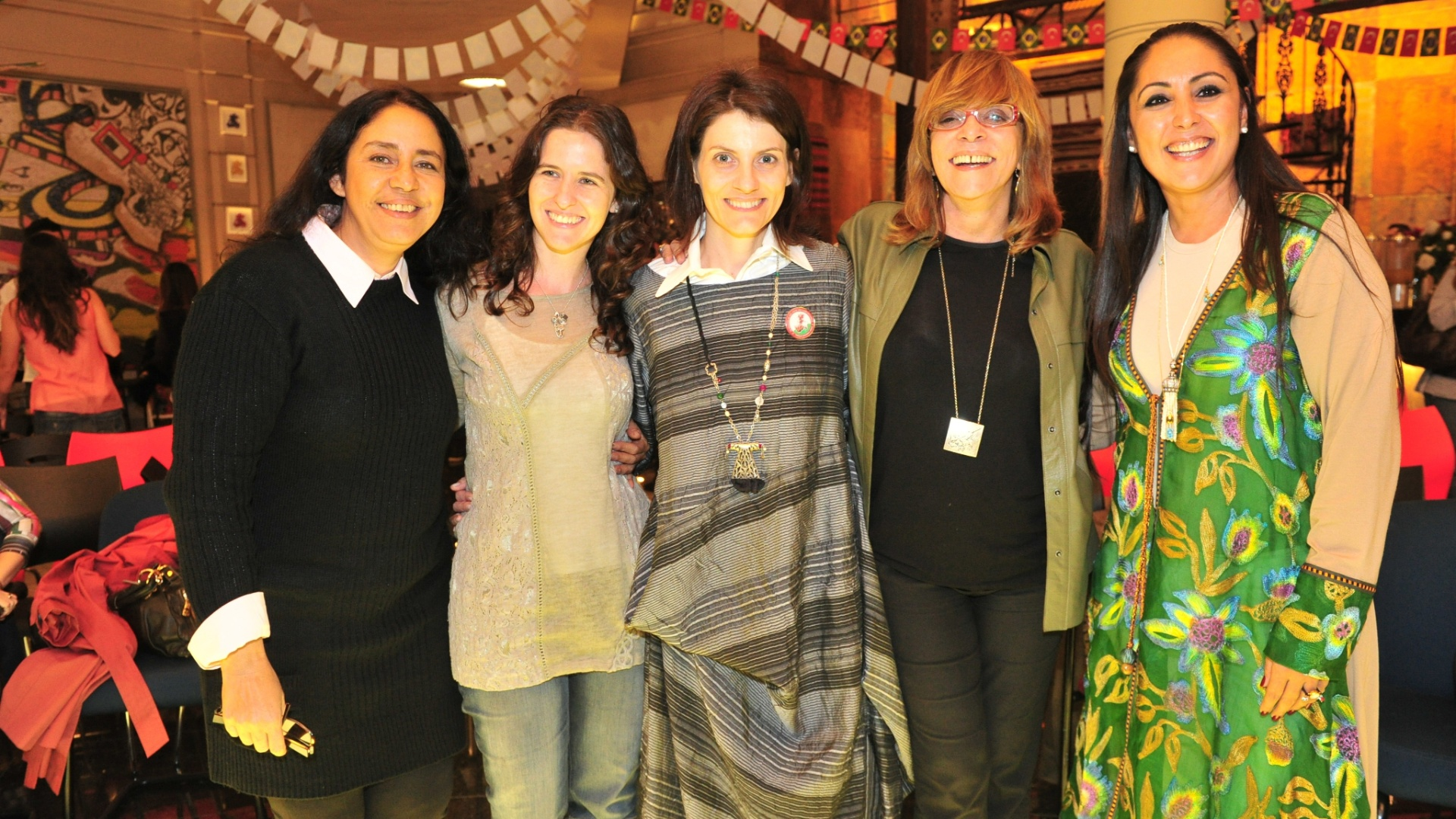 Glória Perez (de óculos) com as pesquisadoras Sandra Regina, Júlia Laks, Malga di Paula e Berna Ayat (6/6/2012)