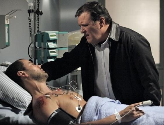 """Carmo Dalla Vecchia e Luis Melo em cena de """"Amor Eterno Amor"""" (15/6/2012)"""