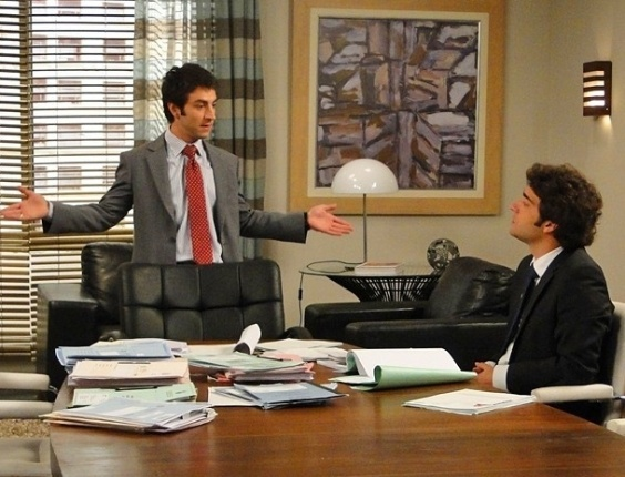 """Em """"Cheias de Charme"""", Humberto conta os podres de Conrado para Elano (18/6/12)"""