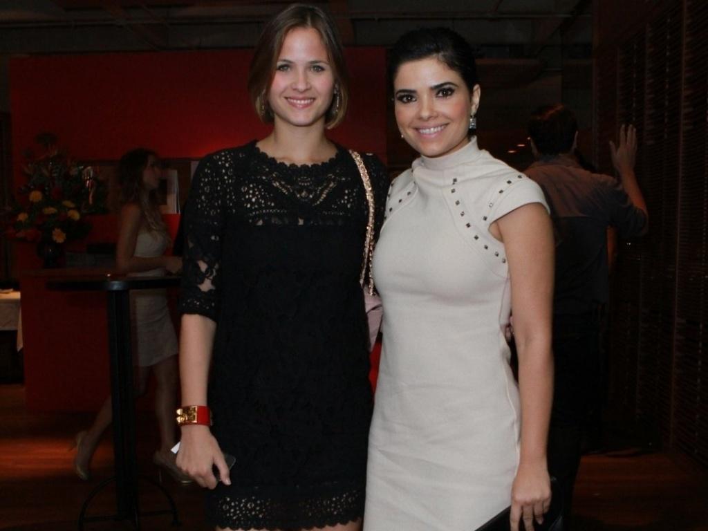 Luiza Valdetaro e Vanessa Giácomo se reuniram com o elenco de