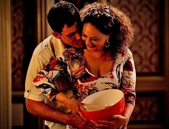 """Muricy (Eliane Giardini), Adauto (Juliano Cazarré) em cena de """"Avenida Brasil"""" (22/6/12)"""