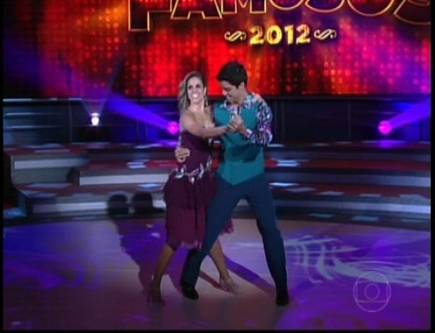 """Rodrigo Simas e Raquel Guarini dançam """"Bijouterias"""", de João Bosco na noite do bolero na dança dos famosos no """"Domingão do Faustão"""" (24/6/12)"""