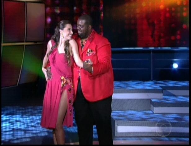 """Péricles e Luisa Módolo dançam """"Só louco"""", de Dorival Caymmi na noite do bolero na dança dos famosos no """"Domingão do Faustão"""" (24/6/12)"""