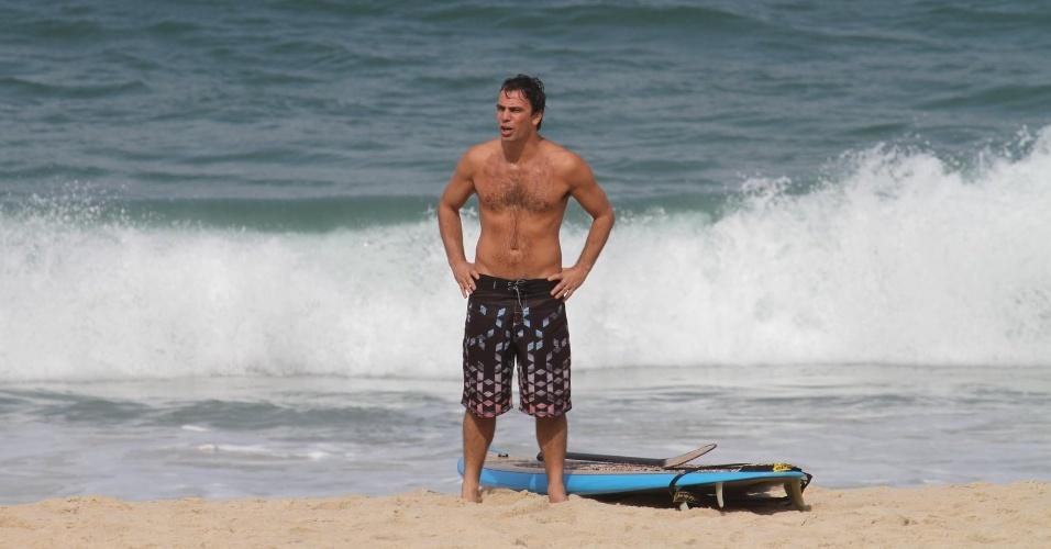 """Marcelo Faria grava cenas de """"Amor Eterno Amor"""" na praia do Pepino, zona sul do Rio (25/6/12)"""