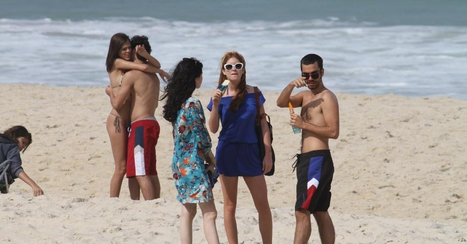 """Marina Ruy Barbosa e Bernardo Marinho gravam cenas de """"Amor Eterno Amor"""" em uma praia da zona sul do Rio (25/6/12)"""