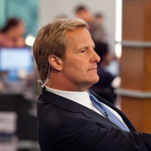 "Jeff Daniels em cena de ""The Newsroom"""