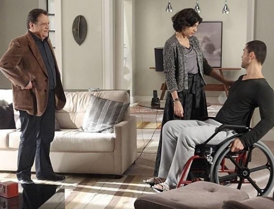 """Em """"Amor Eterno Amor"""", Fernando tem alta e pressiona Miriam para ir morar com ele (27/6/12)"""