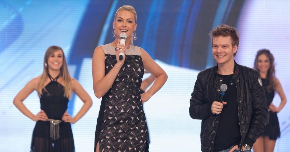 """Anna Hickmann recebe o cantor Michel Teló no """"Tudo É Possível"""" deste domingo (1) (28/6/12)"""