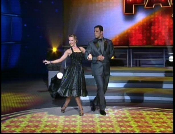 Minotauro e Juliana Valcézia dançam