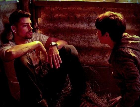 """Em """"Avenida Brasil"""", Jorginho termina o namoro com Nina e a chama de prostituta"""