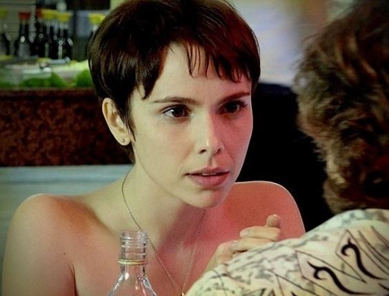 """Em """"Avenida Brasil"""", Nina engana Max e ele fica esperando a cozinheira no motel (2/7/12)"""