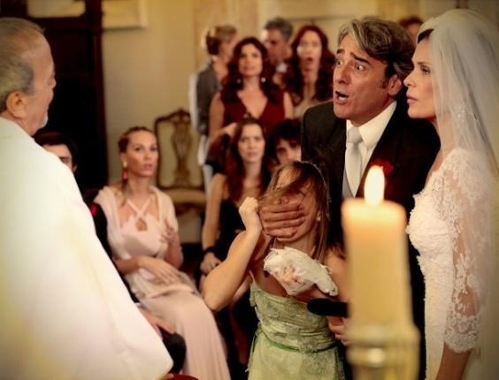 """Em """"Avenida Brasil"""", Paloma acaba com o casamento de Alexia e Cadinho (4/7/12)"""