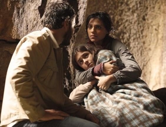 """Gabriel Braga Nunes, Letícia Persiles e Klara Castanho em cena de """"Amor Eterno Amor"""" (5/7/2012)"""