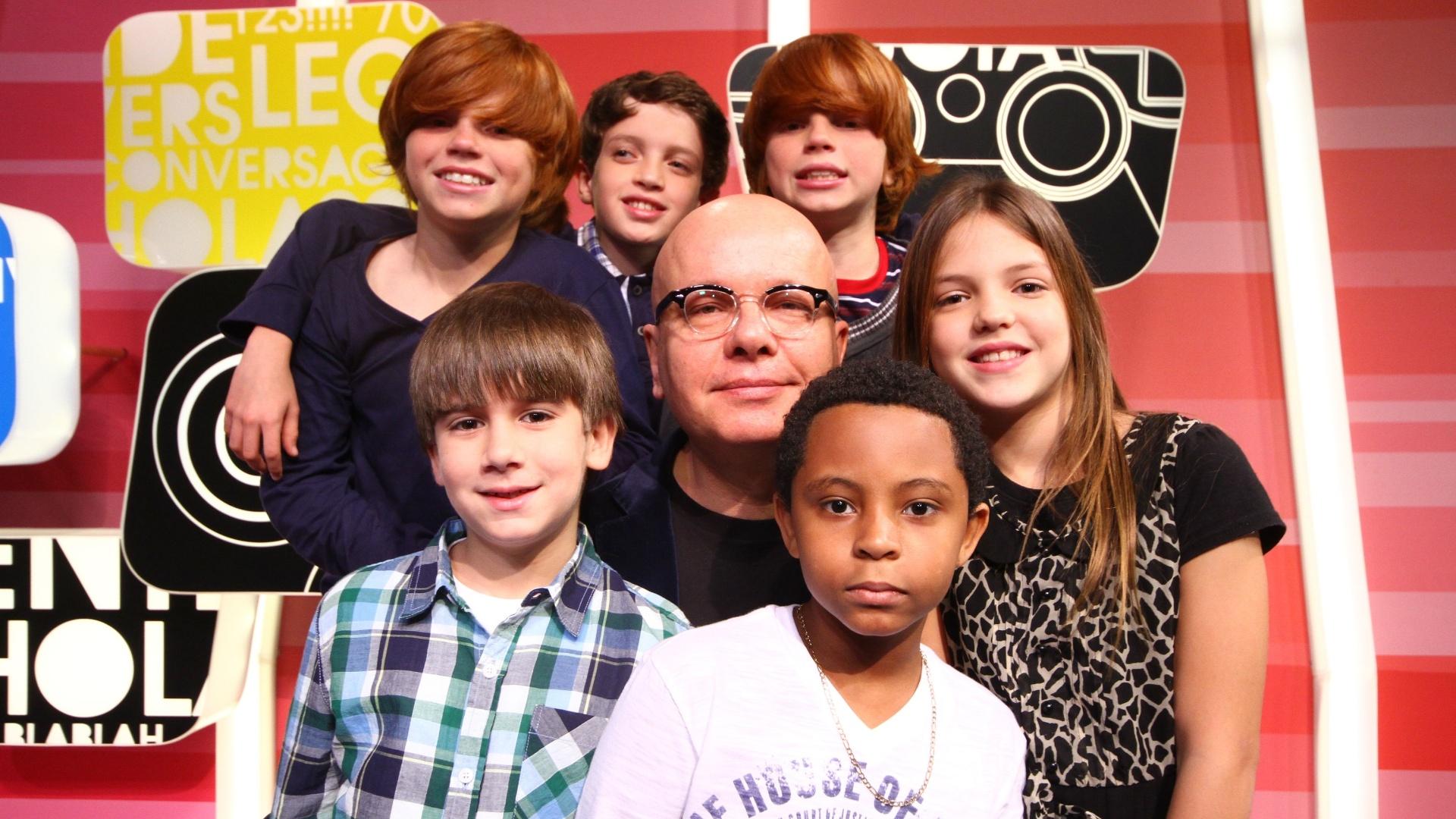 Marcelo Tas e as crianças do novo programa da Band