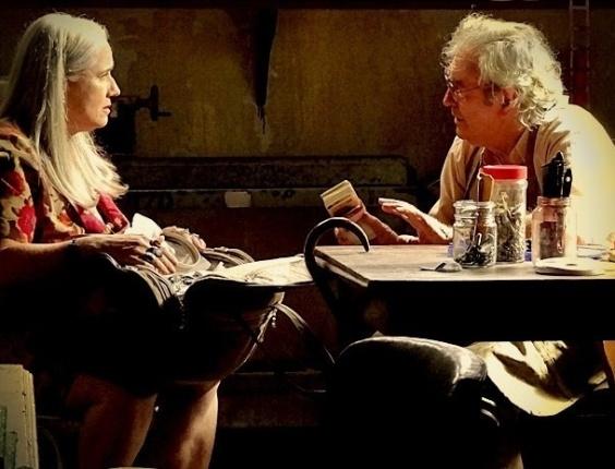 """Em """"Avenida Brasil"""", Lucinda pede ajuda a antigo amor para esconder dinheiro de Nina (12/7/12)"""