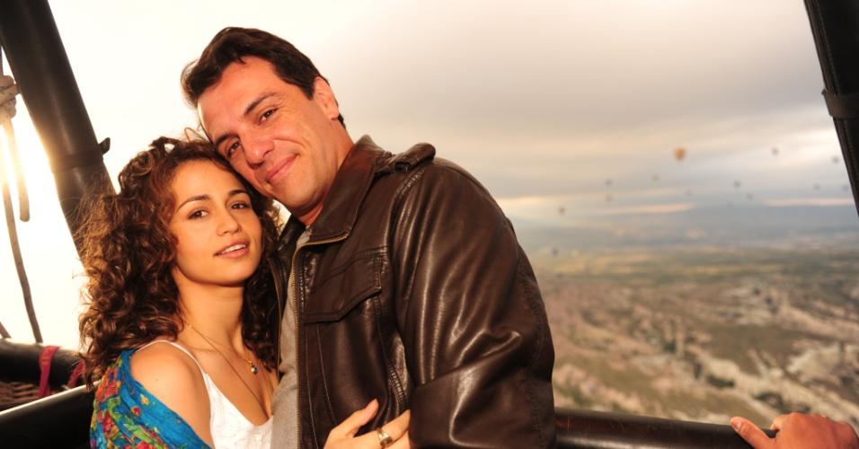 """Nanda Costa e Rodrigo Lombardi sobrevoam a Capadócia durante gravações de """"Salve Jorge"""" (13/07/2012)"""