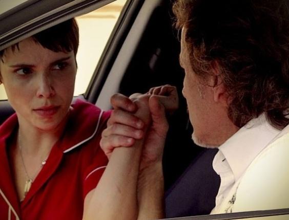 """Em """"Avenida Brasil"""", Max ameaça Nina ao cobrar dinheiro (16/7/12)"""