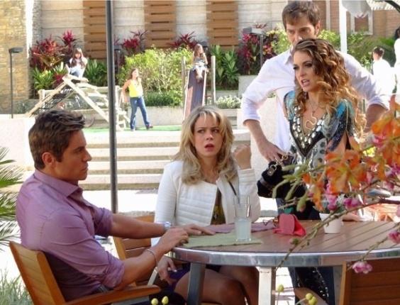"""Em """"Cheias de Charme"""", Chay tem crise de ciúmes e estraga encontro de Rosário e Fabian (16/7/12)"""