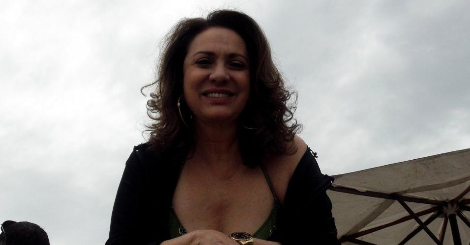 """Eliane Giardini no bastidor da gravação de """"Avenida Brasil"""" que aconteceu nesta quarta em Cabo Frio, região dos lagos do Rio (18/7/12)"""