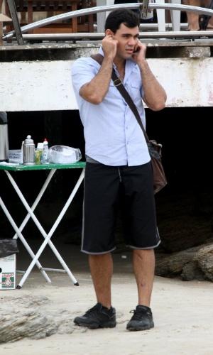 """Juliano Cazarré gravou cenas de """"Avenida Brasil"""" em Cabo Frio, região dos lagos do Rio (18/7/12)"""