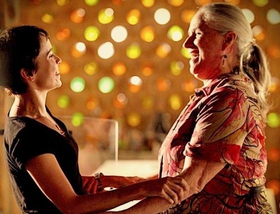 Nina e Lucinda comemoram o suposto fim da vingança da cozinheira (18/7/12)
