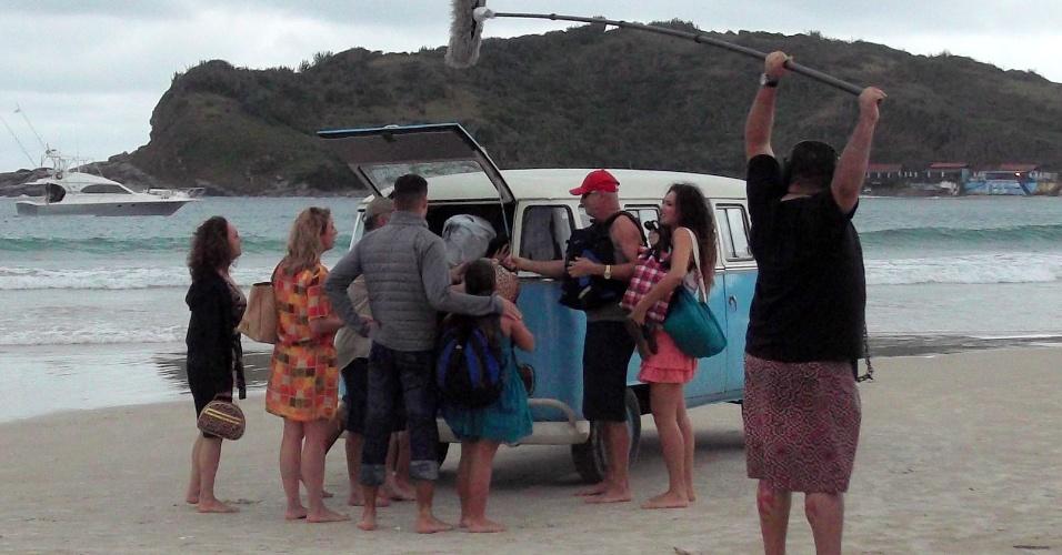 """Uma kombi foi usada para a gravação de """"Avenida Brasil' que aconteceu na praia de Cabo Frio, região dos lagos do Rio (18/7/12)"""