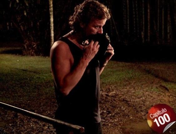 """Em """"Avenida Brasil"""", Max descobre que Nina o espionou em momento íntimo com Carminha (19/7/12)"""