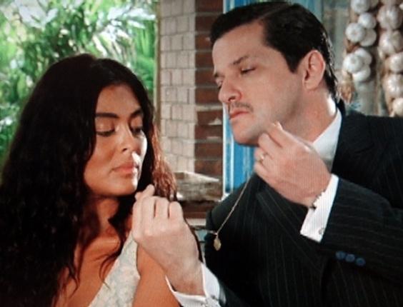 Tonico dá presente para Gabriela, mas leva fora da morena (24/7/12)