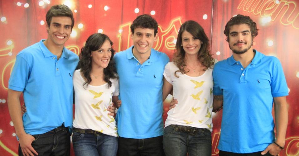 Da esquerda para a direita, Lucas, Adriana Birolli, Guilherme, Talita e Caio Castro na final do