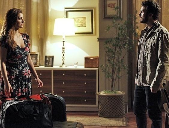 Elisa faz as malas para voltar para Minas (27/7/12)