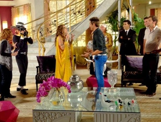 """Em """"Cheias de Charme"""", Chayene participa de reality show em sua própria casa (27/7/12)"""