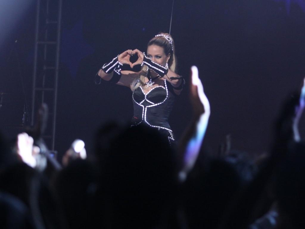 Leandra Leal, a Rosário, gravou cenas do show das empreguetes na novela