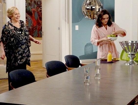 """Em """"Cheias de Charme"""", Cida encomenda cesta de café da manhã e a família Sarmento ficam babando (1/8/12)"""
