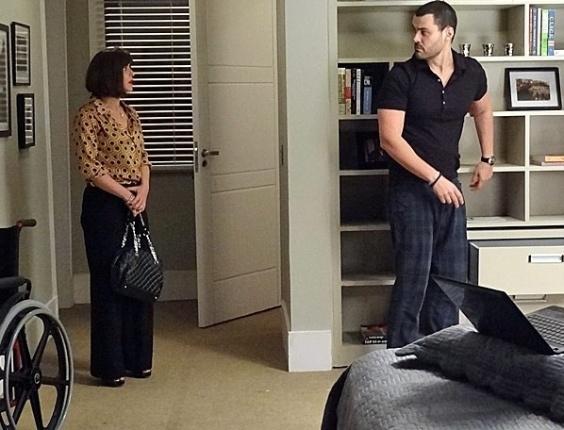 """Em """"Amor Eterno Amor"""", Regina flagra Fernando em pé (2/8/12)"""