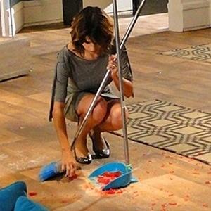 """Em """"Cheias de Charme"""", Isadora dá piti e acaba com a vassoura na mão (3/8/12)"""