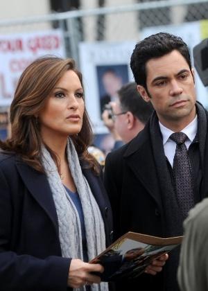 """Mariska Hargitay e Danny Pino em cena de """"Law & Order: Special Victims Unit"""""""
