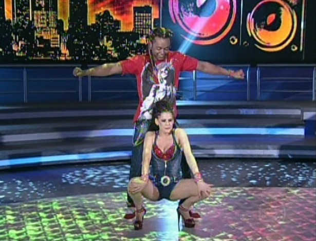 Bárbara Paz e Maurício Wetzel dançam