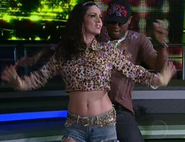 """Claudia Ohana e Patrick Carvalho dançam """"Glamourosa"""" na noite de funk da """"Dança dos Famosos"""" no """"Domingão do Faustão (5/8/12)"""