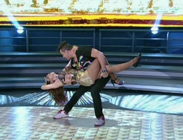 """Sthefany Brito e Leandro Azevedo dançam """"Pra Me Provocar"""", do MC Koringa, na noite de funk da """"Dança dos Famosos"""" no """"Domingão do Faustão (5/8/12)"""