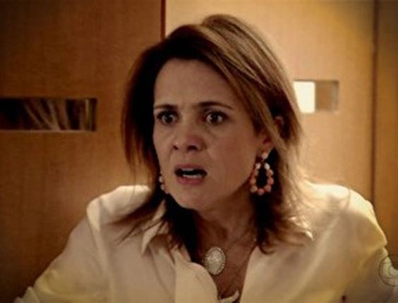 """Em """"Avenida Brasil"""", após flagrar Nina com Max, Carminha promete matar a cozinheira (8/8/12)"""