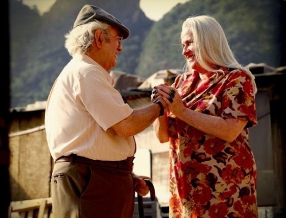 """Em """"Avenida Brasil"""", Santigo se preocupa ao saber que Lucinda vai dar abrigo para Nilo (9/8/12)"""