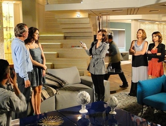 """Em """"Cheias de Charme"""", Cida revela para imprensa que Sarmento é seu pai biológico (10/8/12)"""