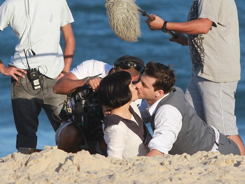 Vanessa Giácomo e Henri Castelli gravaram cenas de beijo, nesta sexta-feira (10), de seus personagens em