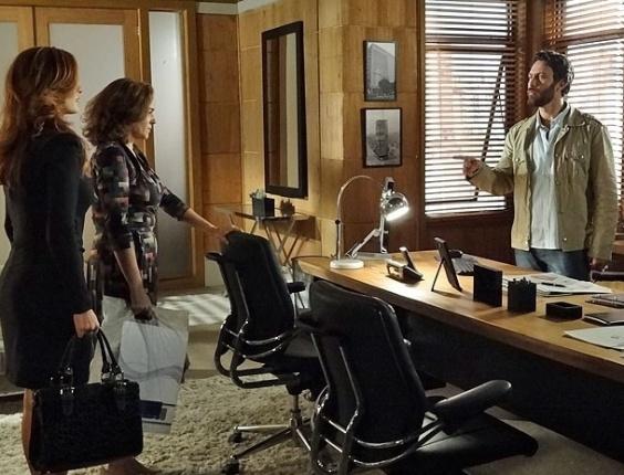 """Em """"Amor Eterno Amor"""", Rodrigo descobre que Solange procurou Miriam e tira satisfações com a tia da falsa Elisa (13/8/12)"""