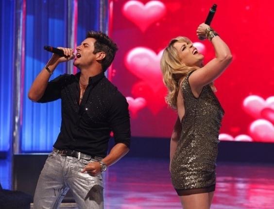 """Em """"Cheias de Charme"""", Rosário e Fabian cantam juntos no """"Caldeirão do Huck"""""""