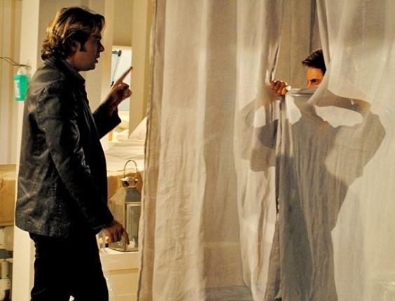 """Em """"Cheias de Charme"""", Tom Bastos quer que Inácio se passe por Fabian em comercial"""