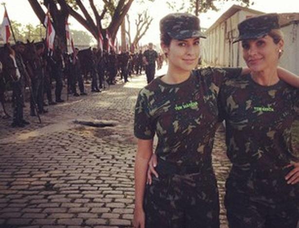 """Fernanda Paes Leme e Flávia Alessandra aparecem fardadas nas gravações de """"Salve Jorge"""" (14/8/12)"""